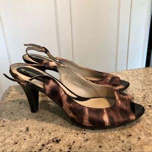 naturalizer • cheetah print sling back pump
